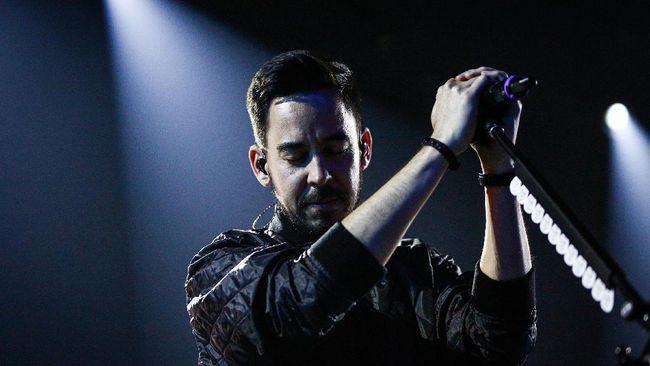 Salah satu personel Linkin Park, Mike Shinoda, mengaku sangat terkejut dan patah hati ketika menerima kabar mengenai kematian rekan bandnya, Chester Bennington.