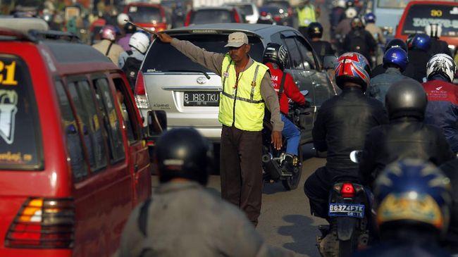 Warga pengatur lalu lintas di persimpangan jalan akan dijadikan relawan polisi untuk mengatur lalu lintas. Mereka akan digaji dan diberi seragam khusus.