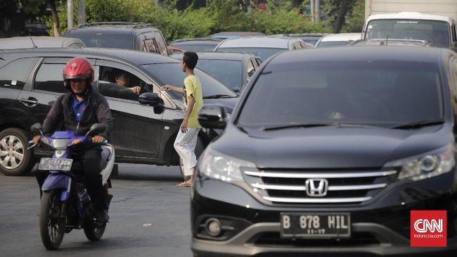 Sebagian masyarakat menganggap tukang parkir liar sebagai preman yang mengutip duit, namun para tukang parkir itu menolak dicap sebagai preman.
