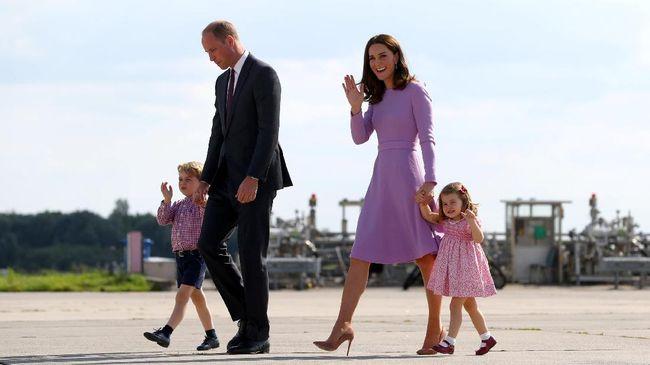 Pangeran George dan Putri Charlotte tak diizinkan untuk membuka banyak kado Natal. Pasalnya, barang gratis itu dikhawatirkan dapat merusak mental.