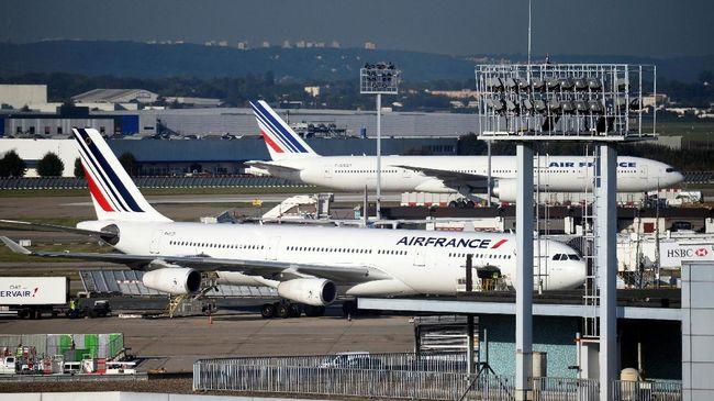 Penumpang merasakan getaran hebat yang mengguncang-guncang kabin pesawat saat salah satu dari empat mesin Airbus A380 itu mengalami kerusakan serius di udara.