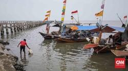Nelayan Lontar dan Adu Domba karena Pasir Reklamasi
