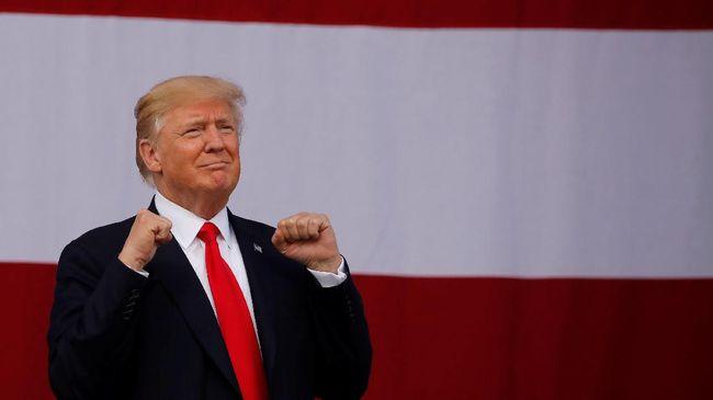 Kegiatan berlibur Trump menjadi pertanyaan, karena ia sedang mendapat sorotan terkait skandal dengan Rusia.
