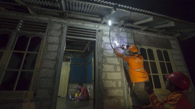 Wapres Ma'ruf Amin mengatakan pemerintah akan menurunkan tagihan listrik orang miskin supaya tidak tertekan wabah virus corona.