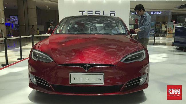 Angkatan Bersenjata China melarang mobil Tesla masuk ke kompleks atau pangkalan militer karena dinilai bisa dipakai untuk mengintai.