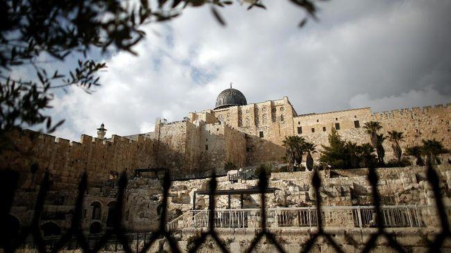 Parlemen Yordania mendesak pemerintah mengusir duta besar Israel di Amman, sebagai protes itu penutupan bagian kompleks Masjid Al Aqsa.