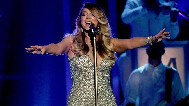 All I Want For Christmas is You mengantarkan Mariah Carey sebagai satu-satunya musisi yang menempati posisi nomor satu selama empat dekade berturut-turut.