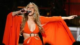 Mariah Carey Rilis Video Baru All I Want for Christmas Is You