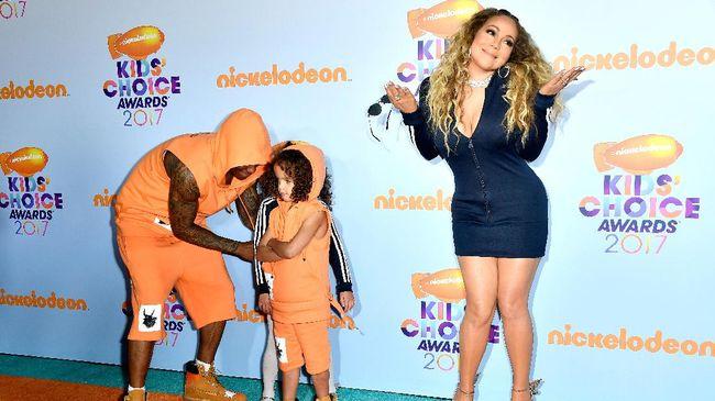 Menginjak usia 48, Mariah Carey masih mampu mengurus anak kembarnya tanpa bantuan pengasuh serta menjaga hubungan dengan ayah anak-anaknya.