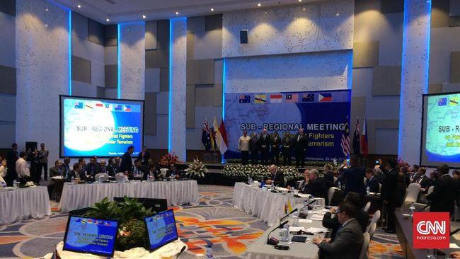 Dengan pertempuran Marawi yang masih berlangsung, Indonesia dan negara sekitar menggelar pertemuan di Manado untuk membahas antisipasi terorisme lintas batas.