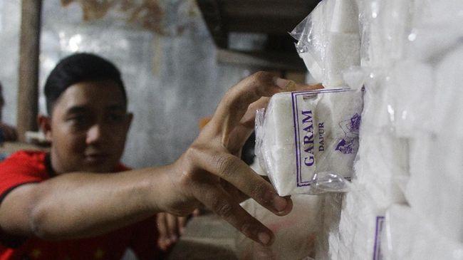 Hal tersebut dinilai penting dilakukan sesegera mungkin mengingat impor garam memukul harga garam lokal dan membunuh usaha para petambak.