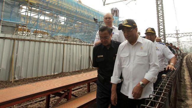 Dua stasiun yang dikeluarkan dari rancangan anggaran proyek, yakni Cikoko dan Halim. Investasi dua stasiun ini diperkirakan Rp400 miliar.