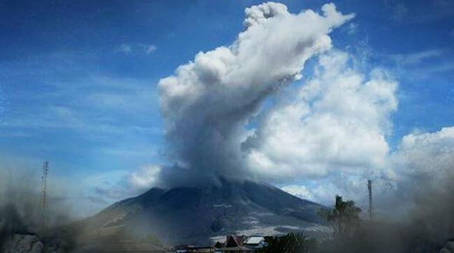 Apa yang harus dilakukan ketika kita berada di dekat lokasi letusan gunung berapi? Berikut hal yang harus dilakukan saat terjadi bencana.