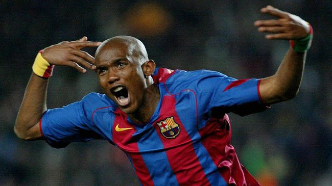 Barcelona's Cameroon Etoo celebrates after scoring against Chelsea during the Champions league football match at Camp Nou Stadium in Barcelona, 23 February 2005. AFP PHOTO/ Jaime REINA. / AFP PHOTO / JAIME REINA