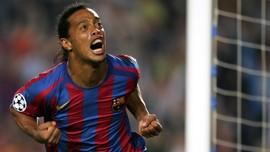 Tolak Gabung MU, Ronaldinho Jadi Sasaran Pelanggaran