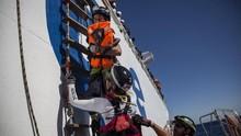 Terapkan Karantina, Italia Buka Pintu bagi 180 Manusia Perahu