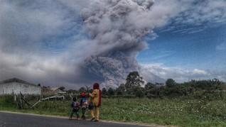 Puncak Gunung Sinabung Masih Berbahaya untuk Dikunjungi