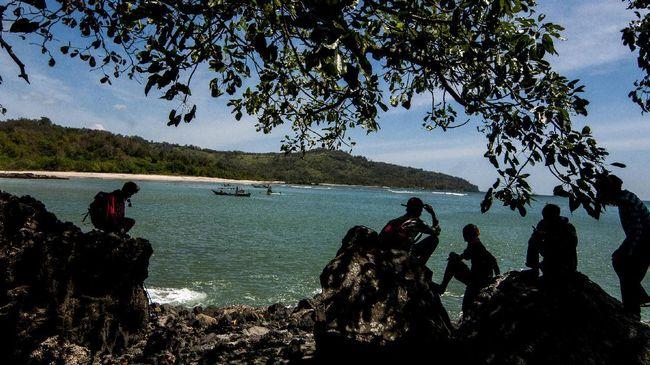 Wanita bernama Nining Sunarsih sempat dilaporkan hilang tenggelam di Pantai Citepus, Palabuhanratu tahun 2017.