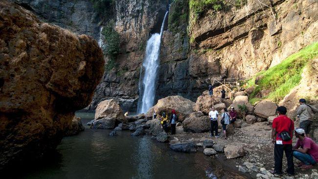 Pungutan liar dan sampah, masih menjadi masalah di Geopark Ciletuh-Palabuhanratu yang sudah masuk dalam jaringan Geopark global UNESCO.