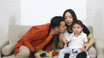 Foto: Rafathar Lebih Mirip Papa atau Mamanya Ya?