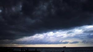 BMKG Ungkap Penyebab Awan Arcus Bak Tsunami di Aceh