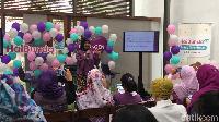 <p>Para bunda asyik menyimak penjelasan dr Yolanda Safitri, MPH (M), konselor laktasi yang turut menjadi pembicara.</p>