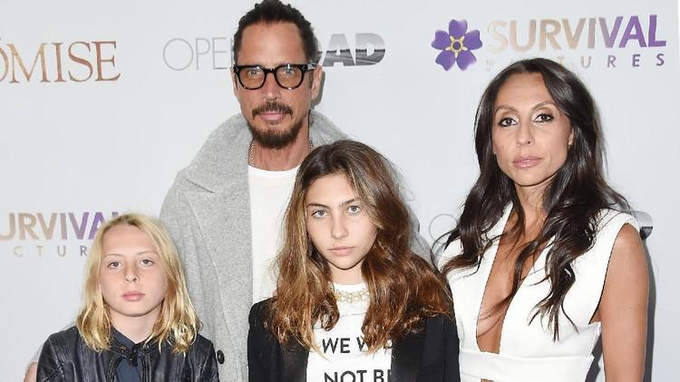 Menerima penghargaan untuk mendiang ayah, anak-anak Chris Cornell berikan pidato emosional di Grammy Awards 2019.