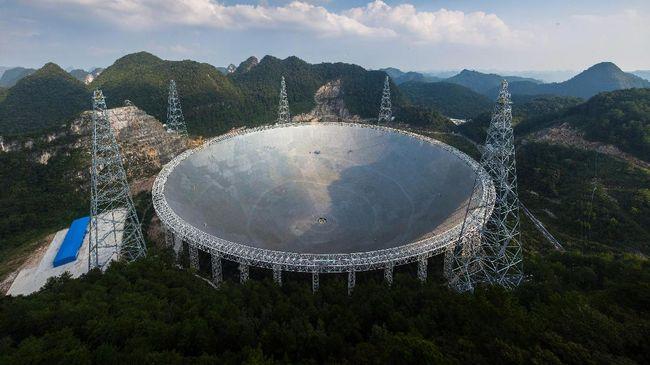 Teleskop raksasa di China terancam tak terurus lantaran tak adanya astronom dunia yang bersedia ditempatkan di sana.