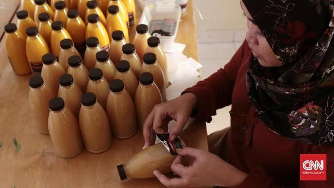 Seiring perkembangan zaman, jamu gendong tak lagi benar-benar 'digendong'. Dikemas dalam botol, jamu gendong kini juga dipasarkan lewat online.