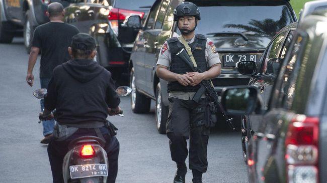 Polda Bali tetap memberikan pelayanan normal kepada warga namun akses keluar masuk kantor kepolisian akan diperketat.
