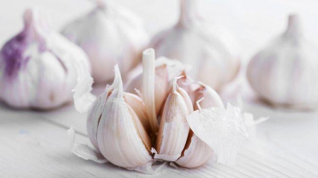 Jika flu ringan sudah menyerang, Anda bisa mengobatinya dengan menggunakan obat alami yang ada di dapur.