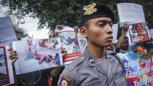 Polda Papua menduga tujuh anggota polisi melanggar standar operasional prosedur penggunaan senjata dalam menangani bentrokan di Deiyai, Papua.