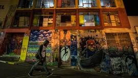 FOTO: 'Gangster' Seniman Penguasa Bangunan Berlantai 13
