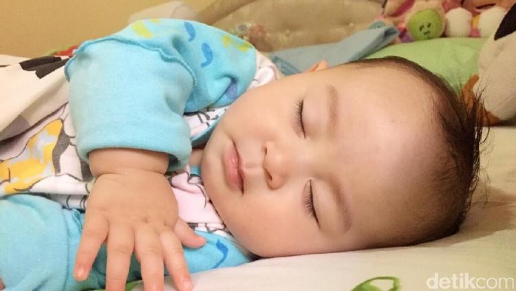 Soal tidur bayi, ada metode Ferber yang diterapkan untuk melatih bayi tidur sendiri.
