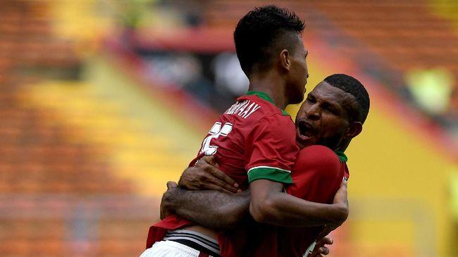 Duel Timnas Indonesia U-22 lawan Malaysia pada Piala AFF U-22 2019 berakhir imbang tanpa gol di babak pertama.