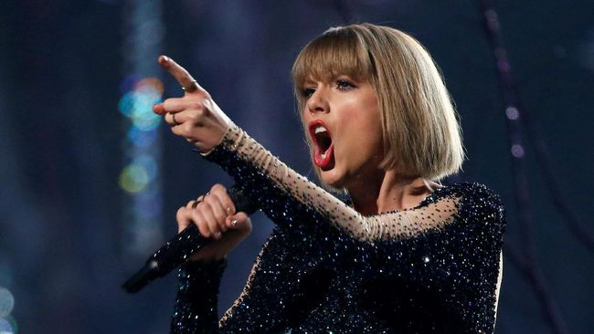 Dalam 'pesta rahasia' itu, penggemar yang dipilih secara ajak juga diajak mendengarkan materi album barunya, 'Reputation'.