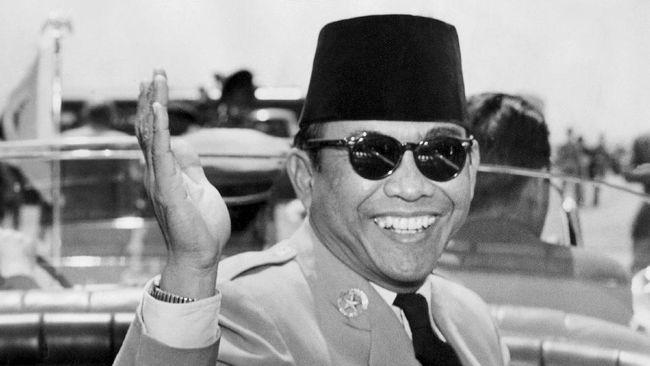 PDI Perjuangan meminta KPU membatalkan larangan partai politik memasang foto Sukarno dan tokoh bangsa lainnya dalam alat peraga kampanye.