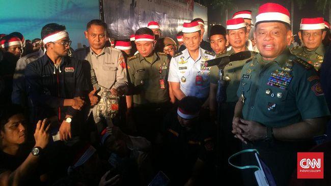 Panglima TNI Jenderal TNI Gatot Nurmantyo melakukan ziarah ke makam-makam mantan presiden Indonesia. Rombongan juga akan ziarah ke Timor Leste.
