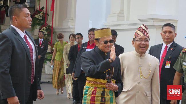 Jajaran presiden dan wakil presiden terdahulu kompak menghadiri undangan Presiden Jokowi untuk merayakan perayaan ulang tahun ke-72 Indonesia di Istana.