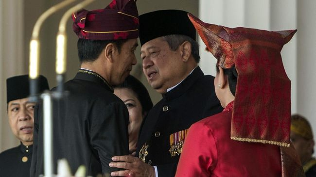 Presiden Jokowi mengklaim mendapatkan masukan dari Presiden ke-6 Susilo Bambang Yudhoyono agar ekonomi Indonesia selamat dari resesi ekonomi.