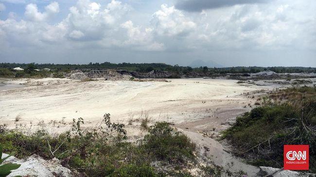 Penambangan ilegal di Bukit Menumbing, Bangka Barat, juga mengakibatkan bangunan bersejarah tempat pengasingan presiden pertara RI roboh