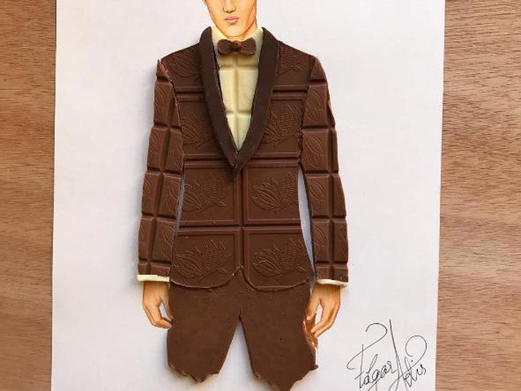 Bukan hanya ilustrasi wanita, Edgar turut membuat ilustrasi pria. Untuk karya Chocolate Gentleman ia memadukannya dengan potongan dark chocolate dan white chocolate. Tampak gagah ya? Foto: Edgar Artis