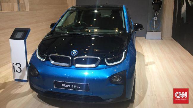 BMW Group Indonesia mengklaim soal mobil listrik di kelas dunia, kendaraan buatannya sudah setara dengan Tesla.