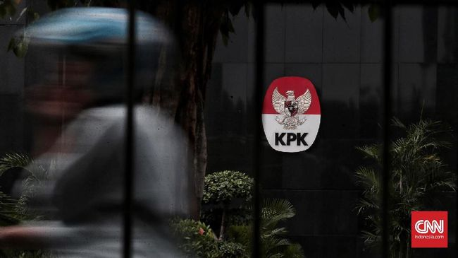 Direktur Keuangan PT Bukit Asam Orias yang juga pernah menjabat serupa di PT Pelindo II diperiksa KPK hari ini sebagai saksi untuk tersangka RJ Lino.