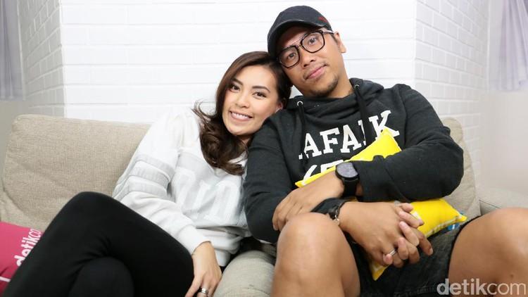 Viviane, istri Sammy Simorangkir, melahirkan anak pertamanya setalah beberapa hari pembukaan.