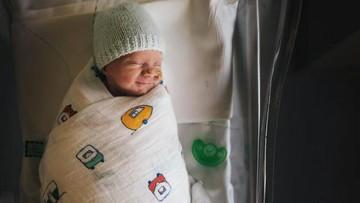 Di Balik Senyum Bayi Ini, Ada Kisah Mengharukan