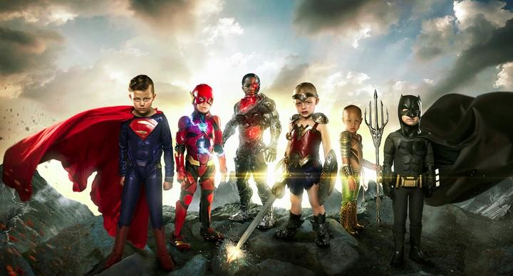 Anak-anak dengan kondisi 'spesial' juga bisa kok berpose layaknya superhero. Keren banget, lho.