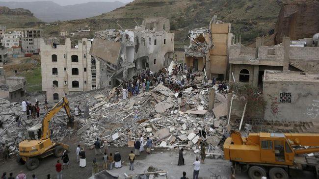 Arab Saudi menggelar serangan udara terhadap sejumlah instalasi taktis pemberontak Houthi di Yaman.