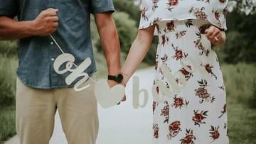 Romantis! Kisah Istri Beri Kejutan Suami Tentang Kehamilannya