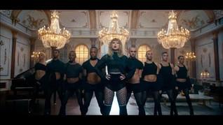 9 Gaya Busana Ikonis Taylor Swift di Video Musik Terbaru
